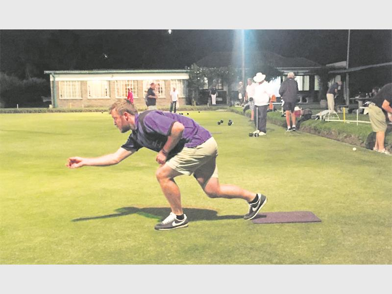 Stuart Weaving and The Friends of The Lion playing Lawn Bowls @ Nst Bowling Club (11 – 14 Feb)